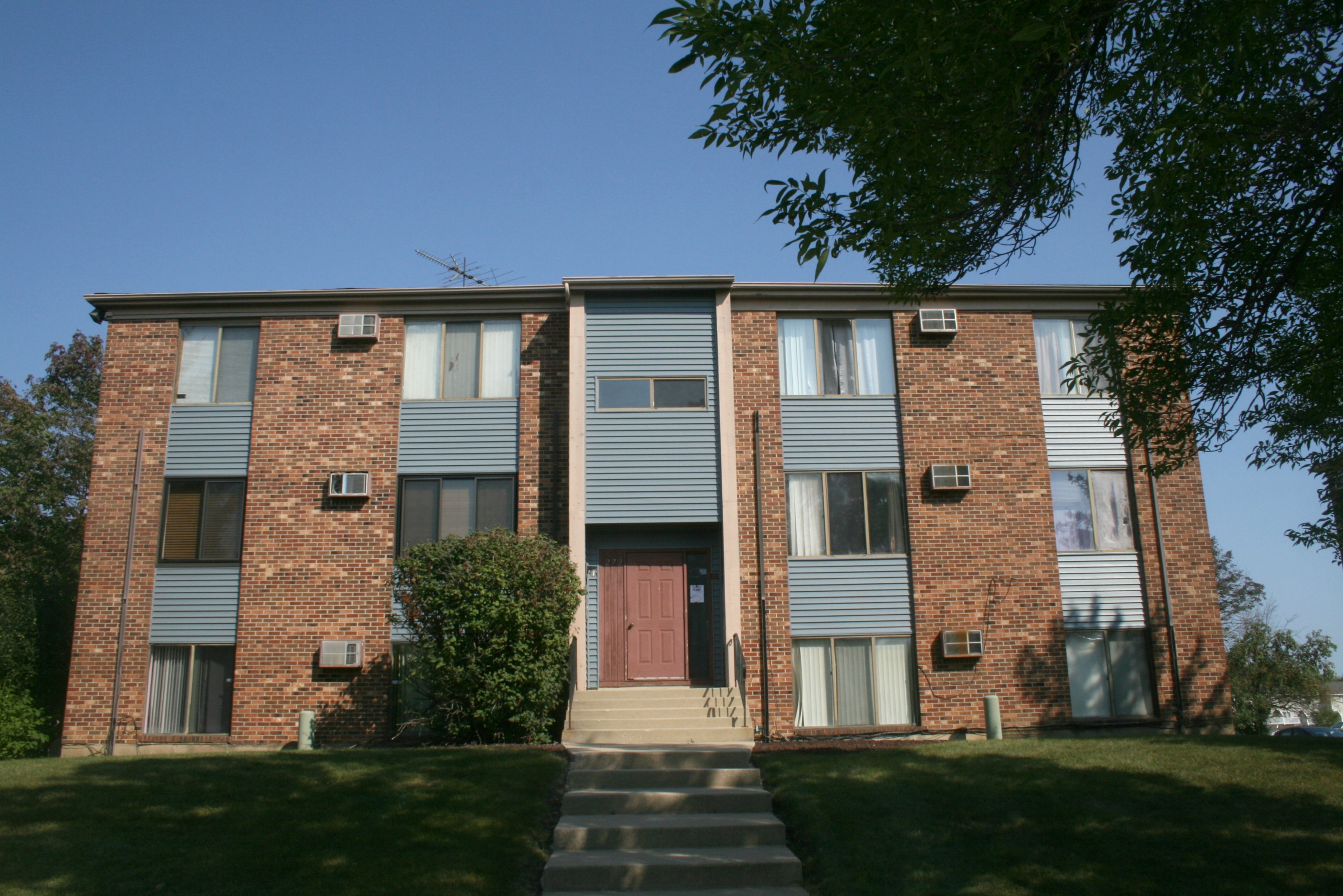 Price Dropped 240 Chippewa 2 Bedroom 1 Bath Th In Bolingbrook Il Heart Realty Group